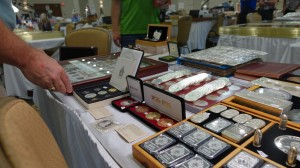 coin-collector-royal-numismatics-association-show-ottawa-2016