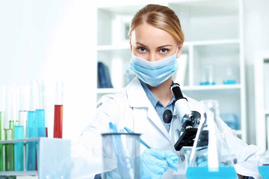Kozzi-young-scientist-working-in-laboratory-2387-X-1591