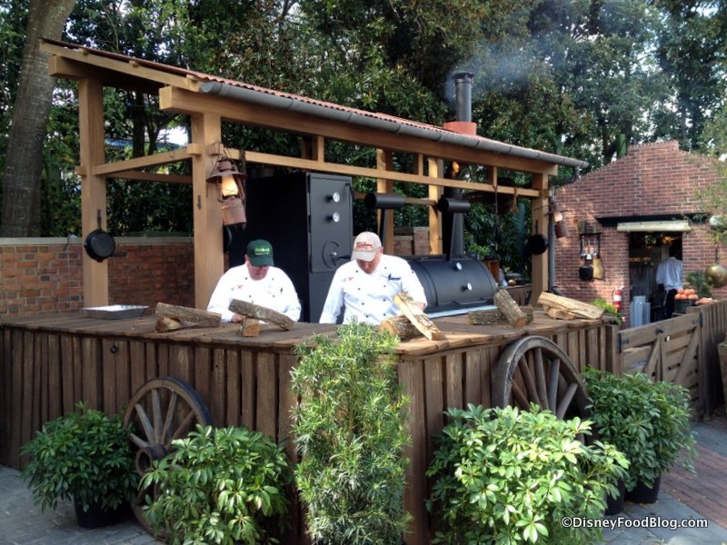 2015-flower-and-garden-festival-the-smokehouse-barbecue-and-brews-barbecue-pit